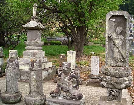 阿弥陀堂の板石塔婆