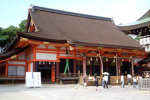 八坂神社 拝殿 width=