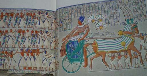 テーベ西岸のメヒネット・ハブ宮殿南列柱回廊にある彩色レリーフ