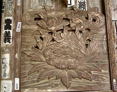 壁の彫刻 蓮の花
